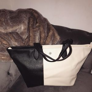 Gorgeous Ann Taylor Large Tote style Bag